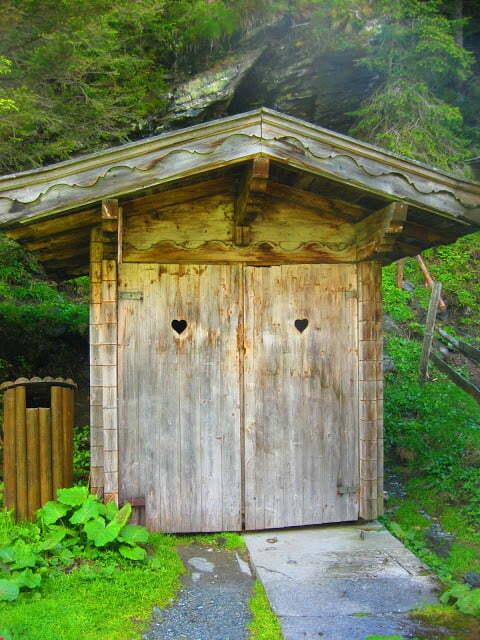 WC met hartjes in de deur in Oostenrijk