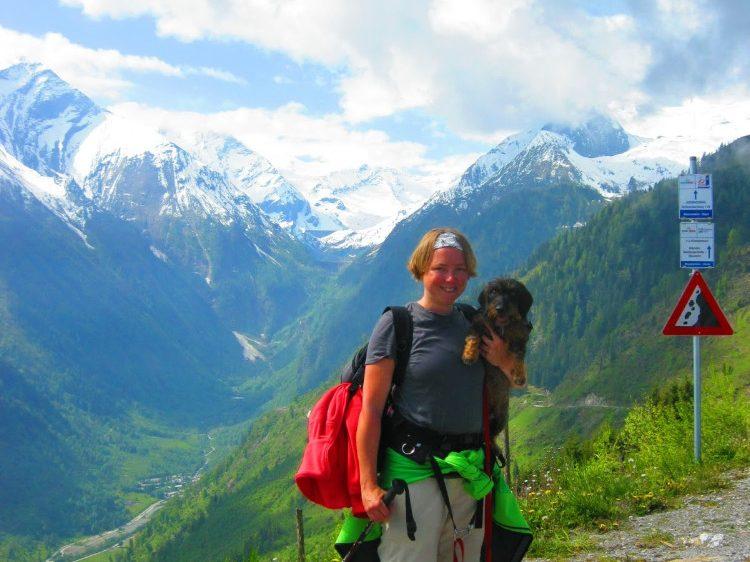Met de hond op de foto in Oostenrijk