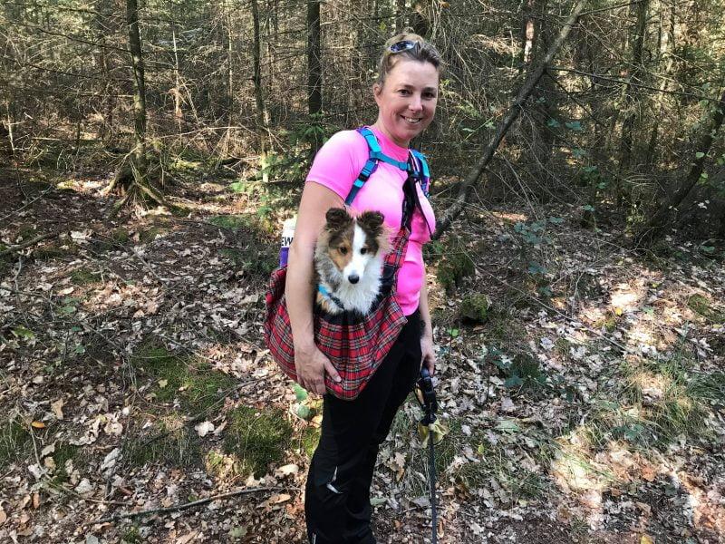 Hettenheuvelroute met puppy in draagtas