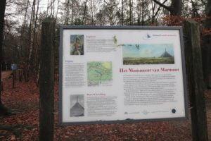 Informatiepaneel bij de Pyramide van Austerlitz