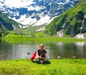 Met de hond op de foto bij de Hintersee in Oostenrijk