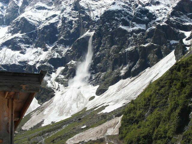 Lawine bij de Hintersee in Oostenrijk