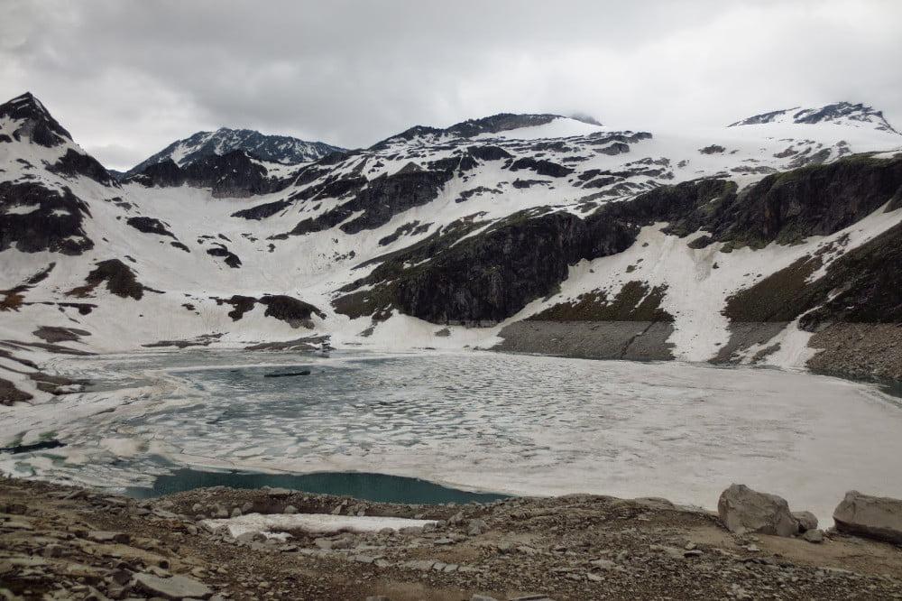 Bevroren meer in Oostenrijk