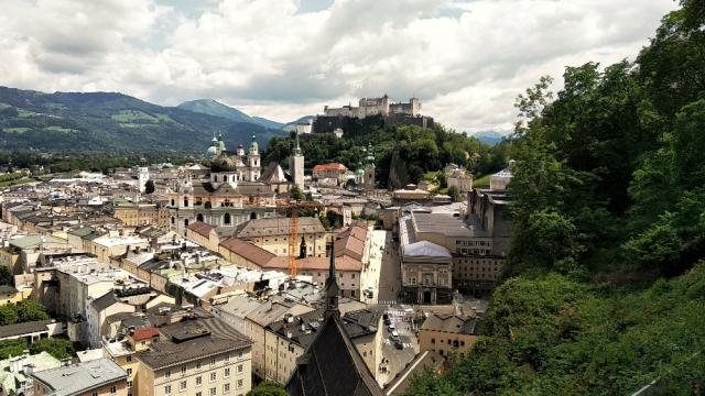 Salzburg van bovenaf met zich op Festung Hohensalzburg